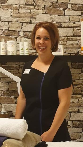 Lena in salon 1